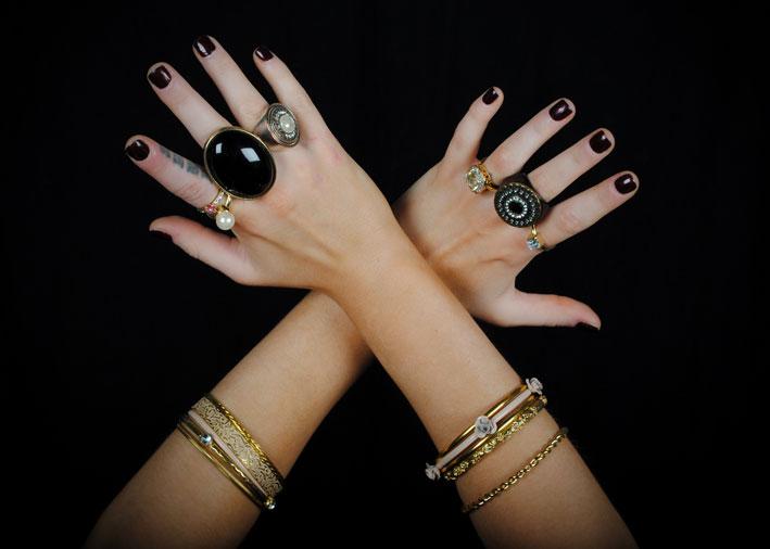 Anelli troppo grandi, mani troppo piccole