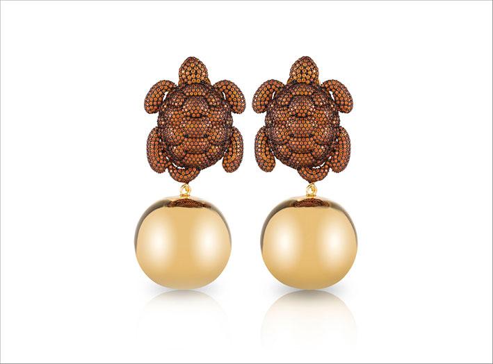 Orecchini in bronzo placcato oro con radici di peridoto