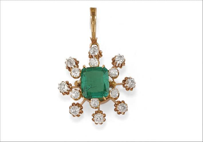 Antico pendente di fine Ottocento con smeraldo colombiano di oltre 5 carati e diamanti