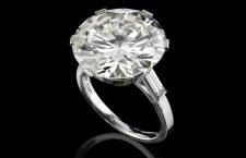 Anello con diamante taglio rotondo di circa 13,70 carati firmato Bulgari