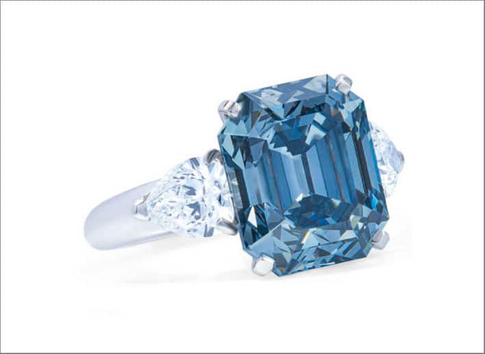 Anello con diamante  fancy deep blue di 7,03 carati montato da Moussaieff