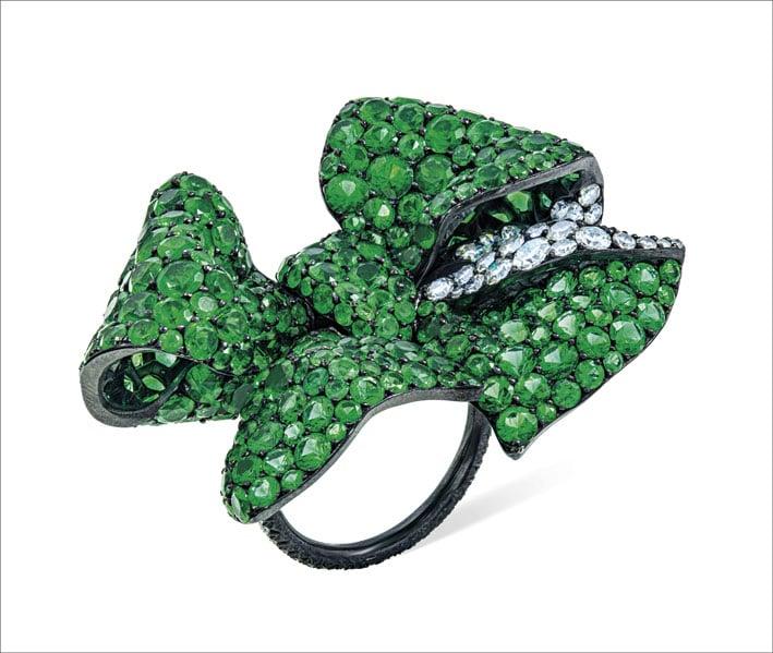 Anello con smeraldi e diamanti di Jar