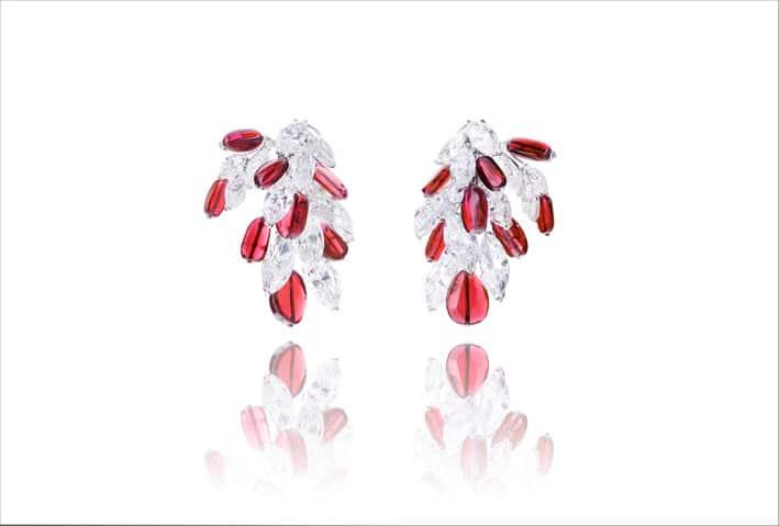 Orecchini con 16 rubini del Mozambico per 36,6 carati e 24 diamanti taglio marquise per 33 carati
