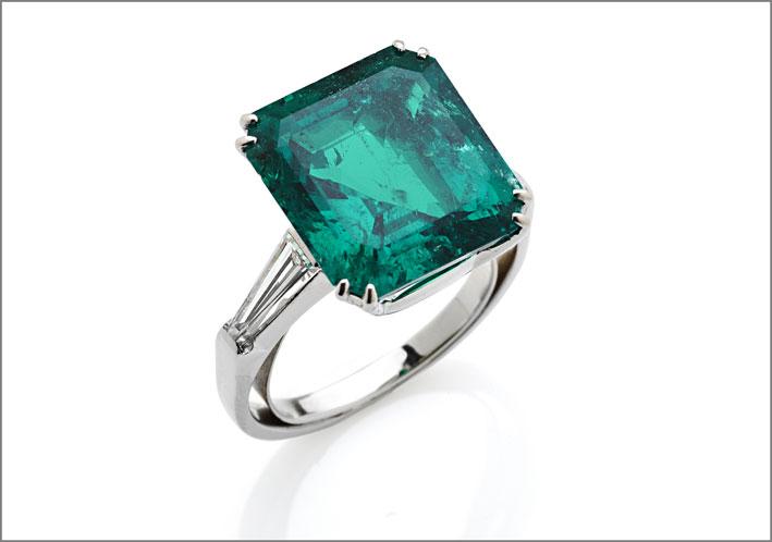 anello in platino con smeraldo colombiano di 8,81 carati