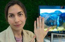 Olga Sutyagina con l'anello Deep. Copyright: gioiellis.com