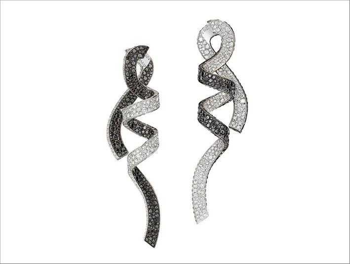 Orecchini in oro bianco 18 carati con 955 diamanti bianchi e 963 diamanti neri