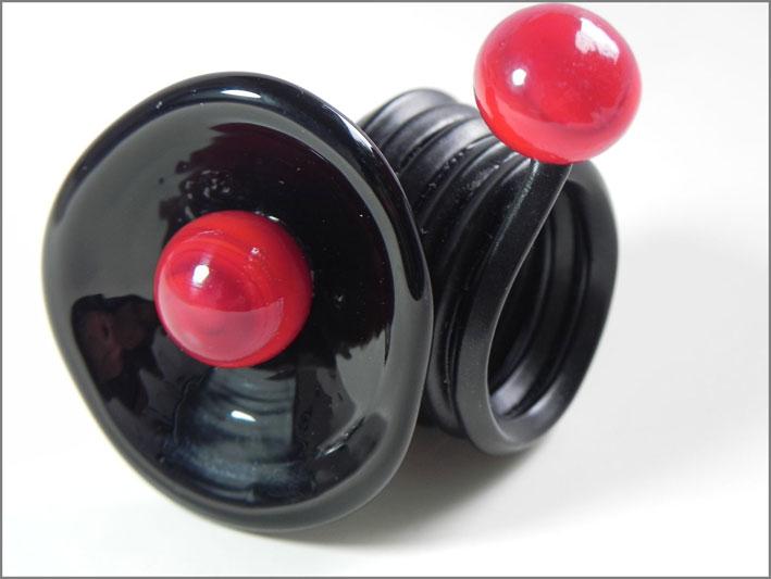 PaSCa, Calla, anello in alluminio colorato in polvere di alluminio nero