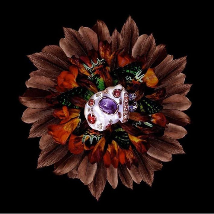 Anello con perle, ametista. rubino, spinello, zaffiri blu e rosa, oro rosa, argento, rame