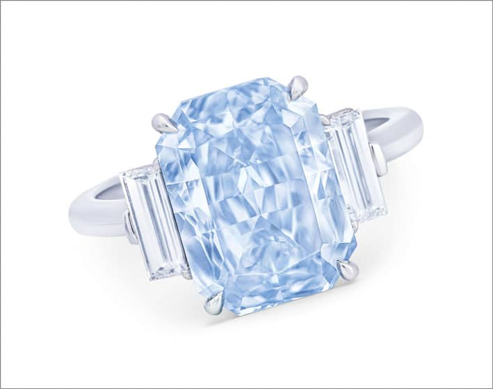 Anello con diamante fancy intense blue di 5,23 carati