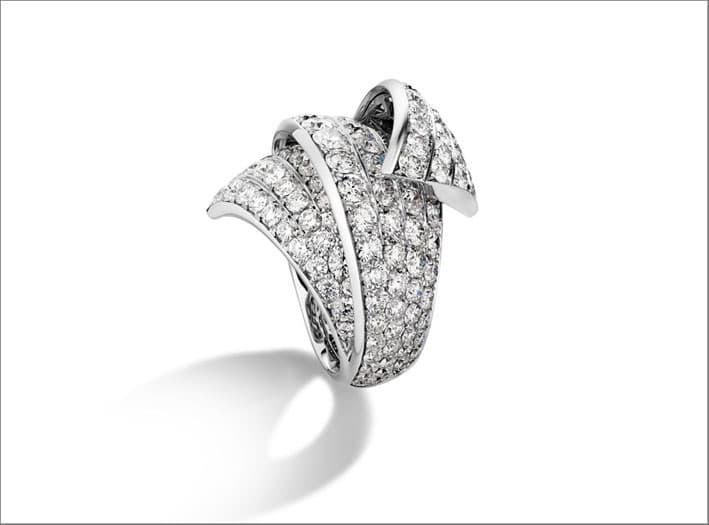 Anello in oro bianco e diamanti della linea Divina