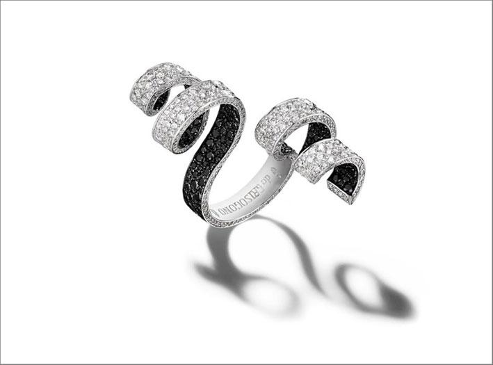 Anello in oro bianco 18 carati con 686 diamanti bianchi