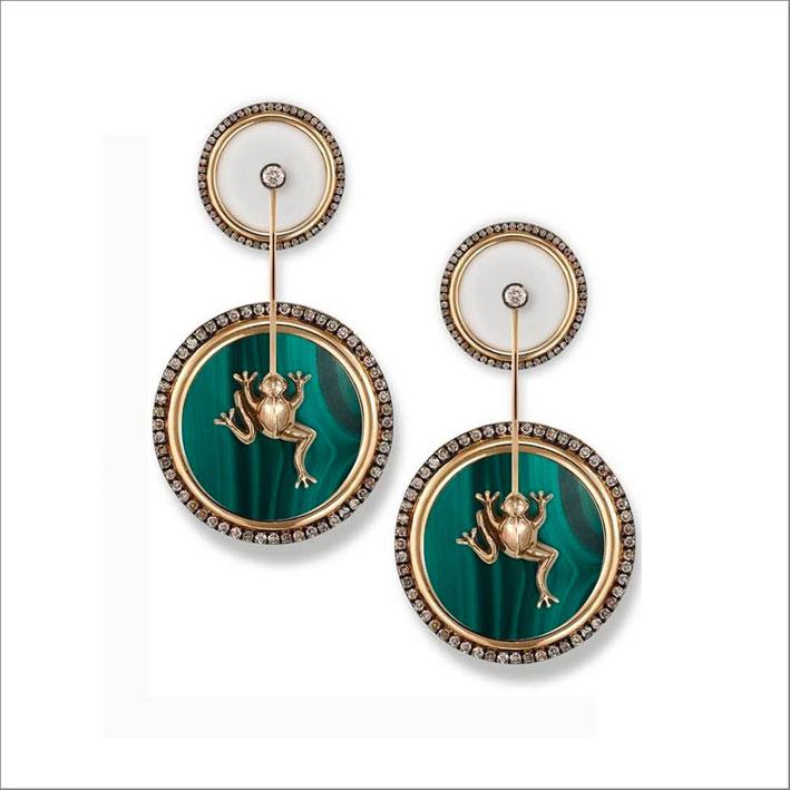 Orecchini in oro con malachite e diamanti brown