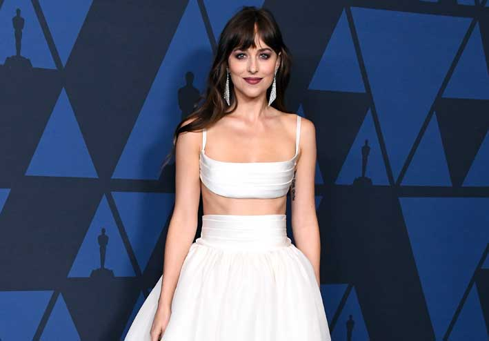 Dakota Johnson con orecchini di Messika
