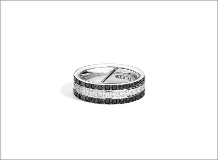 Anello della collezione Face Cube in oro bianco e diamanti bianchi e neri