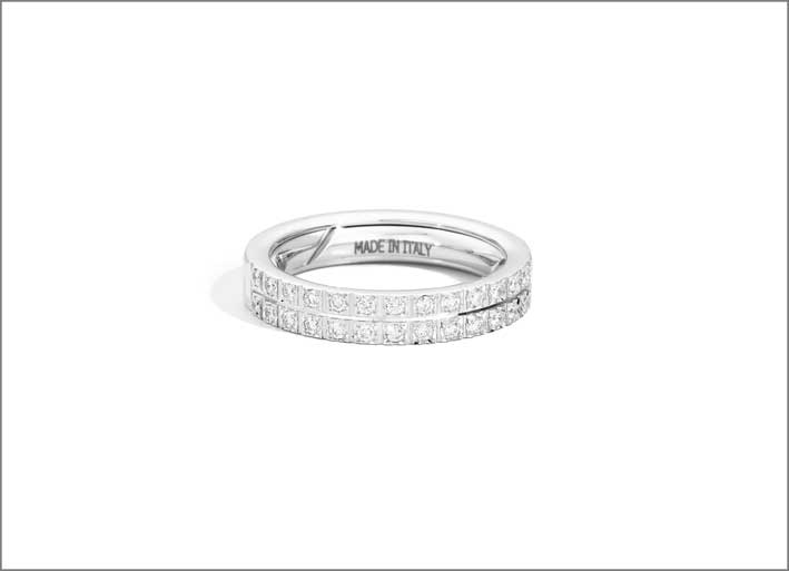 Anello estensibile in oro bianco e diamanti