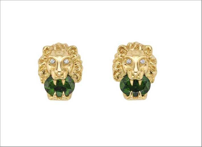 Necklaces and earrings with the Gucci lion