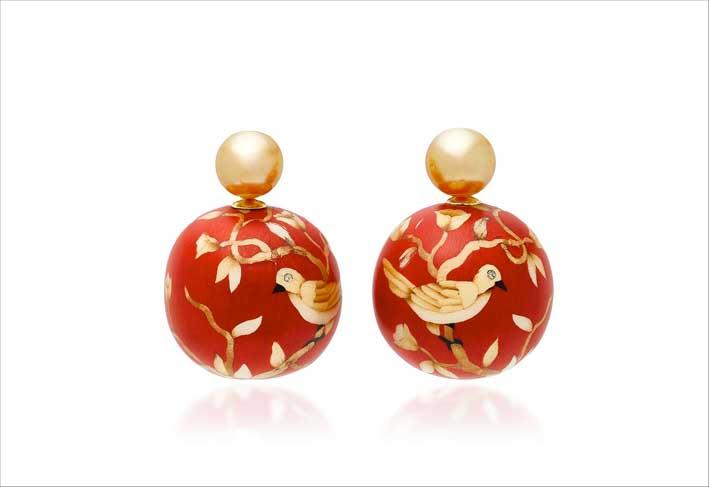 Orecchini con perle e intarsio in oro