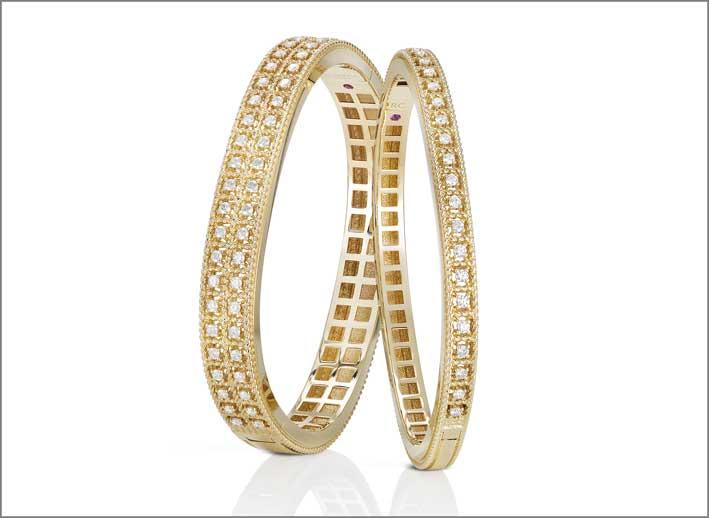 Yellow gold bangles with white diamonds