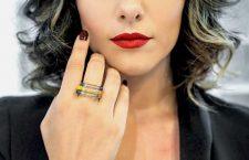 La modella Tamara D'Andria indossa anelli TRIuSo