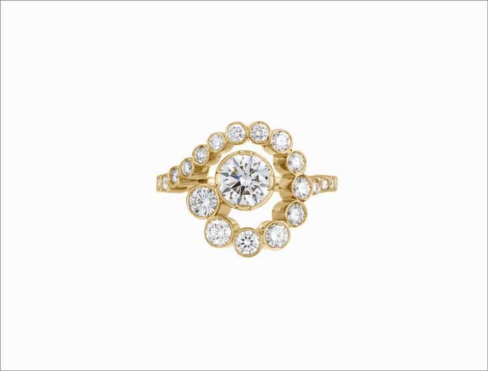 Anello in oro 18 carati e diamanti a scalare