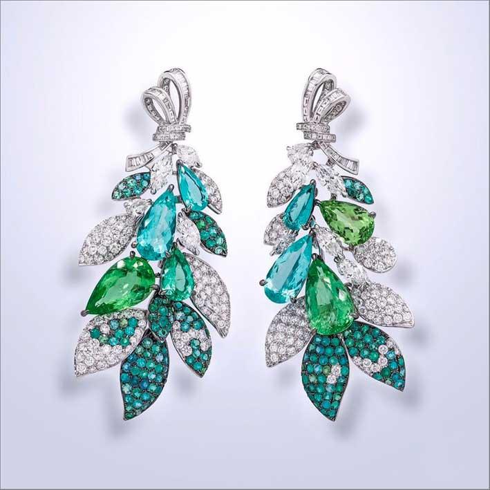Orecchini con diamanti e tormaline Paraiba di azzurre e verdi