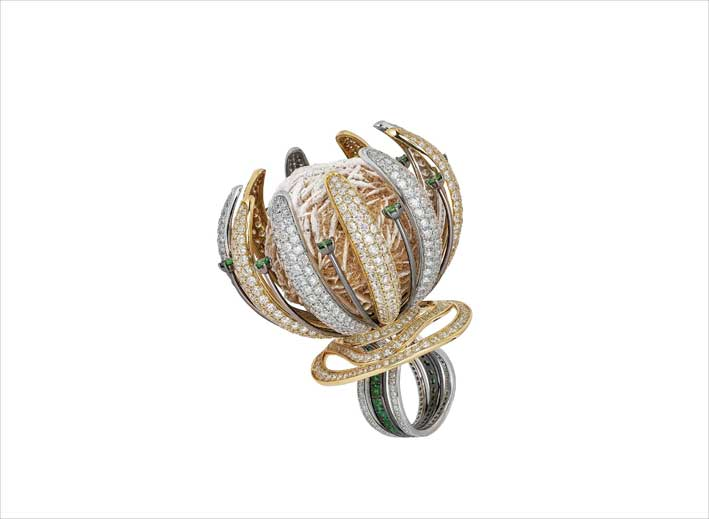 The jewels (and an extraordinary ring flower shape) by Yair Shimansky