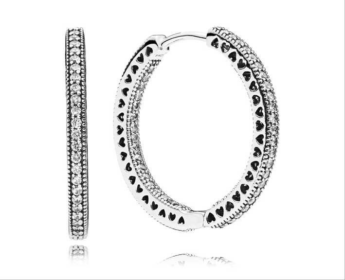 Gli orecchini di Pandora indossati da Selena Gomez
