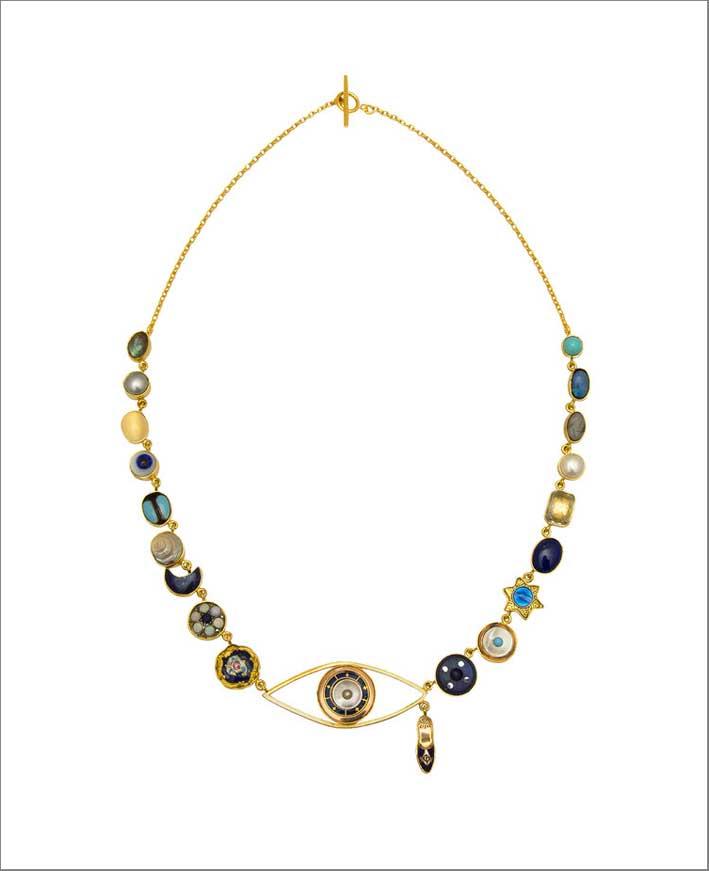 Collana con bottoni antichi, laboradite, perla, pietra di luna, conchiglia vintage, lapislazzuli, vetro vintage, opale, turchese, smalto