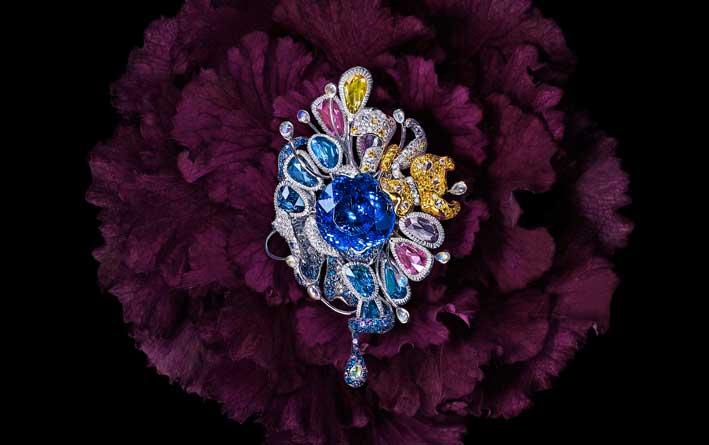 La spilla e pendente Jardin des Tuileries. Con una tanzanite di 5 carati, zaffiri gialli, diamanti fancy