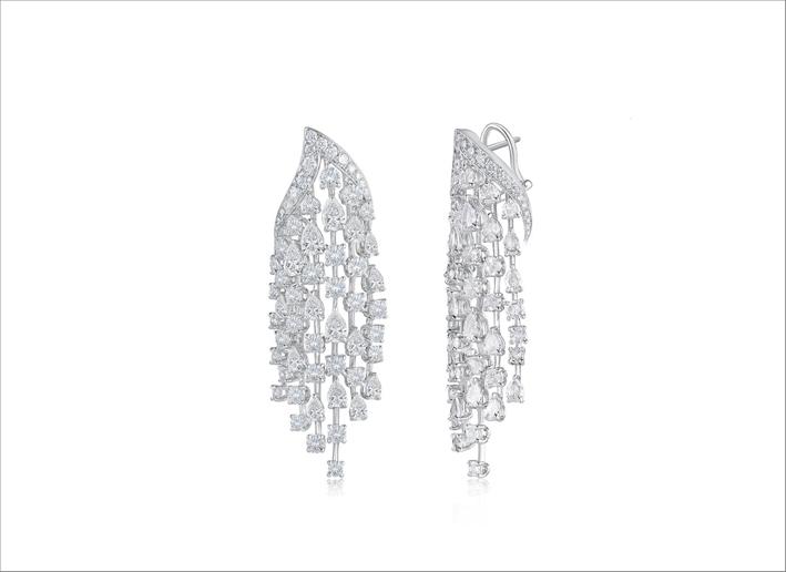 Orecchini con cascata di diamanti di Harakh