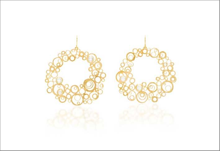 Orecchini a cerchio in oro e pietra luna