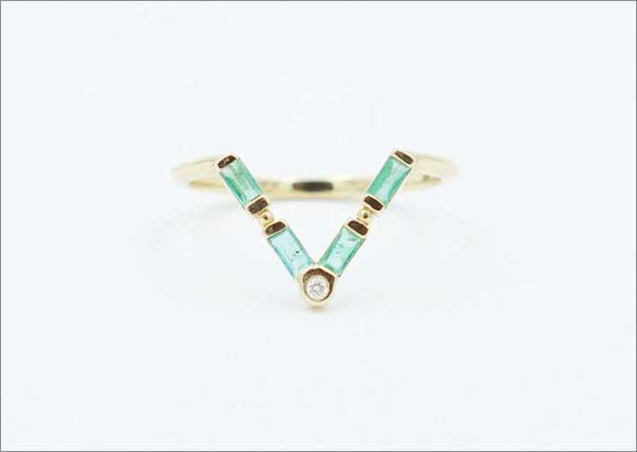 Anello in oro riciclato e smeraldi