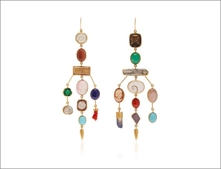 Orecchini in argento dorato 18 carati,  madreperla, vetro vintage, pietra di sole, quarzo rosa, perla, cammeo, lapislazzuli, corallo, turchese, quarzo galvanizzato