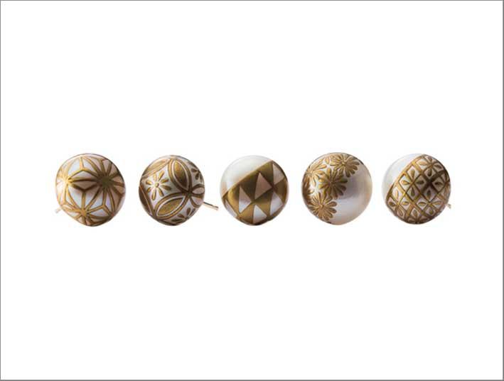 Orecchini con perle maki-e di Karafuru