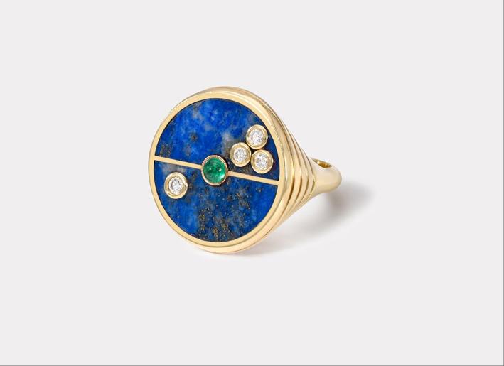 Anello bussola in oro, diamanti, lapis e smeraldo