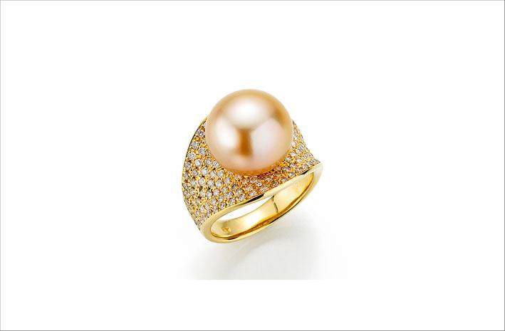 Anello in oro giallo con perla dei Mari del Sud color oro