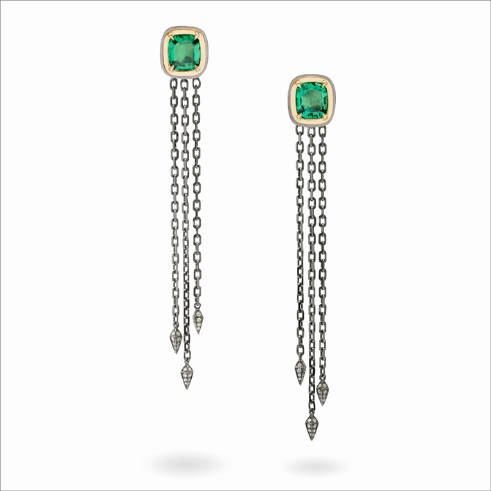 Orecchini con smeraldi su oro rodiato
