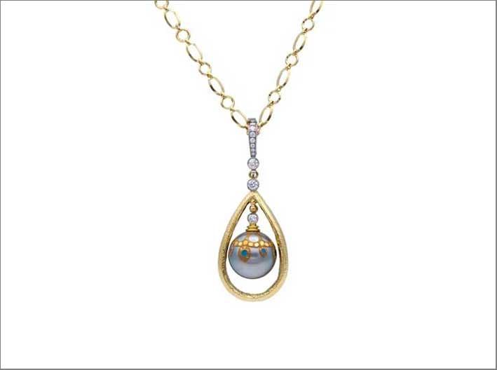 Collana con pendente: perla maki-e di Deirdre Featherstone