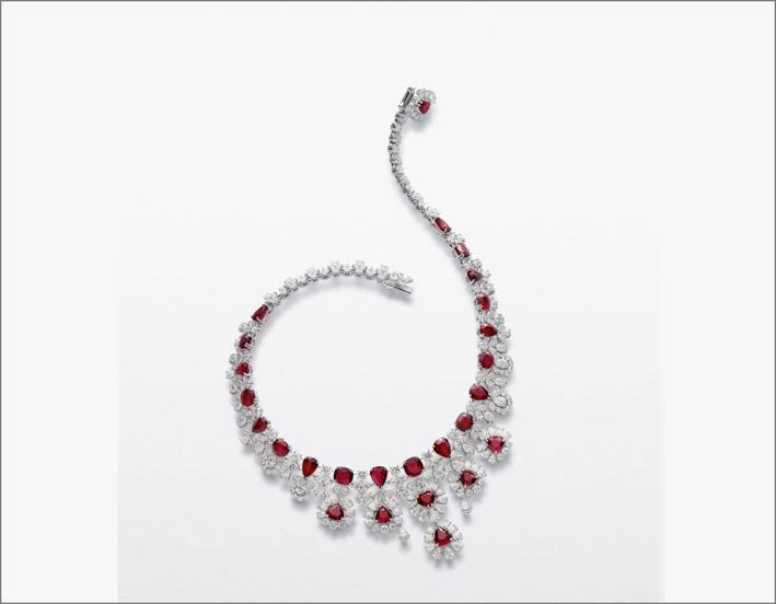 Collana con 23 rubini mozambicani e diamanti