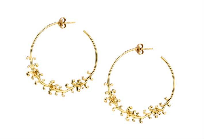 Orecchini a cerchio in oro giallo 18 carati della collezione B Nature