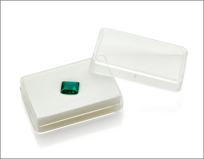 Smeraldo colombiano a taglio ottagonale no oil del peso di 4,18 carati