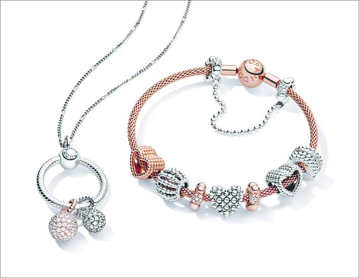 Combinazione di bracciale e collana con pendente