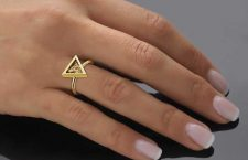 Anello di Anastazio indossato