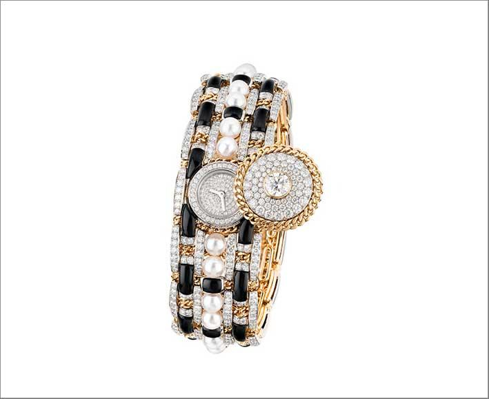 Bracciale orologio della collezione Tweed in oro giallo, diamanti, onice e perle