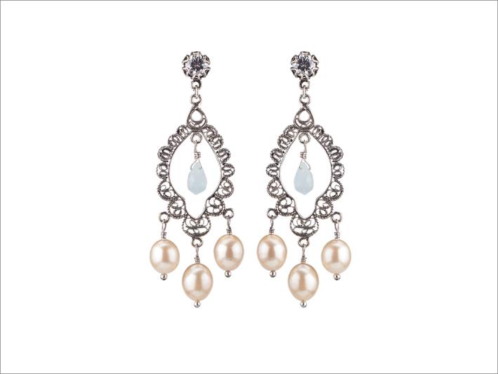 Orecchini in argento con perle rosa