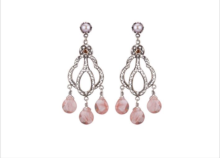 Orecchini in argento con pietre rosa
