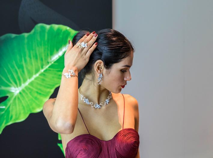 Modella con gioielli di Pasquale Bruni