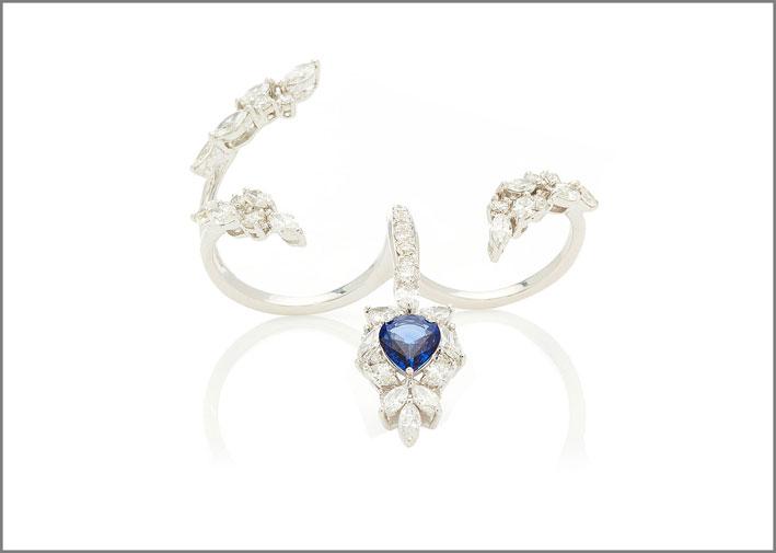 Anello della collezione Reign Supreme in oro bianco, diamanti e zaffiro