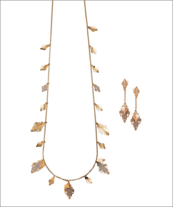 Collana e orecchini con placcatura oro giallo e glitter