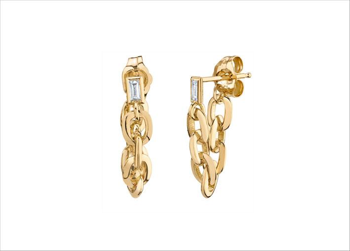 Orecchini a catena in oro giallo e diamanti baguette